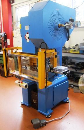 Exzenterpresse / mechanische Presse mit Zangenvorschub